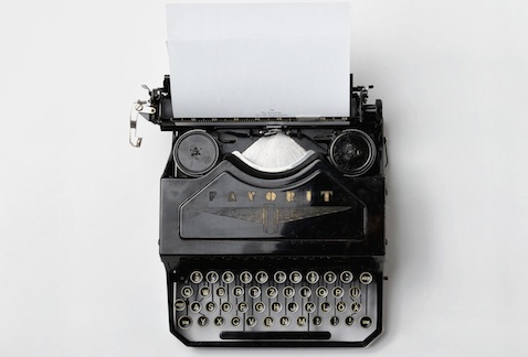 Picture of a manual typewriter